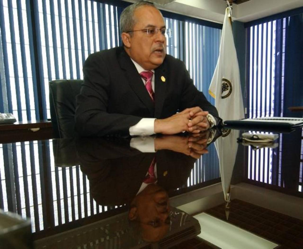 El re electo magistrado Gregorio Sánchez Trejo confirmó ayer que sigue como presidente de la Corte de Cuentas. Foto EDH / archivo