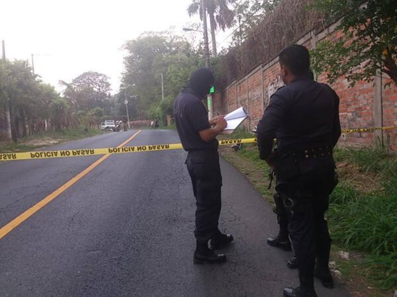 La Policía acordonó la zona donde fue hallado el cadáver de una mujer al interior de una bolsa. Foto vía Twitter Jaime Anaya