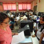 Con el avance de las tecnologías los docentes tienen un mayor reto para educar a los alumnos. foto edh / archivo