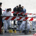 Autoridades inspeccionaban el lugar donde fue perpetrado el tiroteo que dejó tres heridos y un detenido. Foto/ Reuters