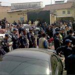 Los agentes de al menos tres estaciones policiales han bloqueado algunas calles de Tegucigalpa. Foto tomada de El Heraldo de Honduras