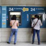 Los depósitos menores a 100 mil euros están protegidos por garantía estatal. Foto EDH / REUTERS