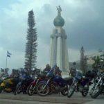 Propietarios de motocicletas durante la protesta en el Salvador del Mundo. Foto vía Twitter Marlon Hernández