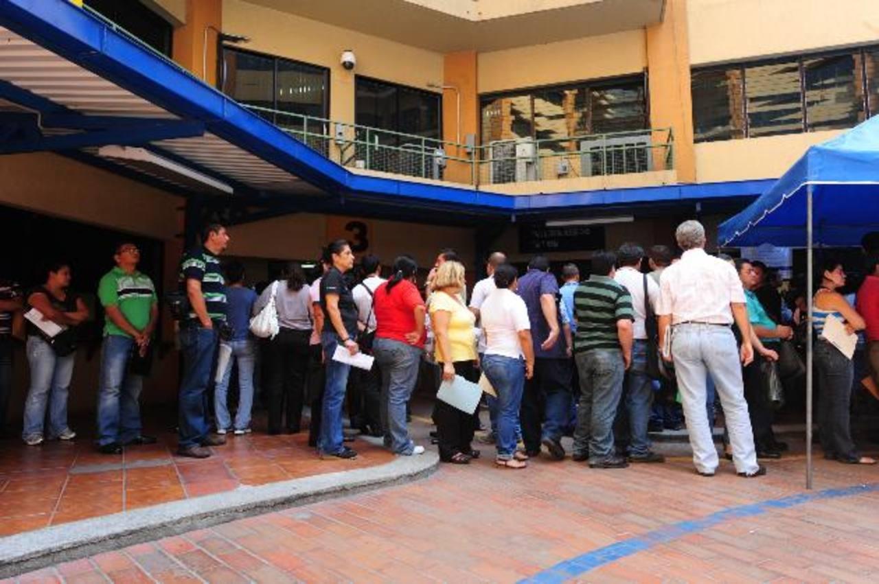 Se espera que este año no hayan largas filas para declarar el impuesto sobre la renta en Hacienda. foto edh /Archivo