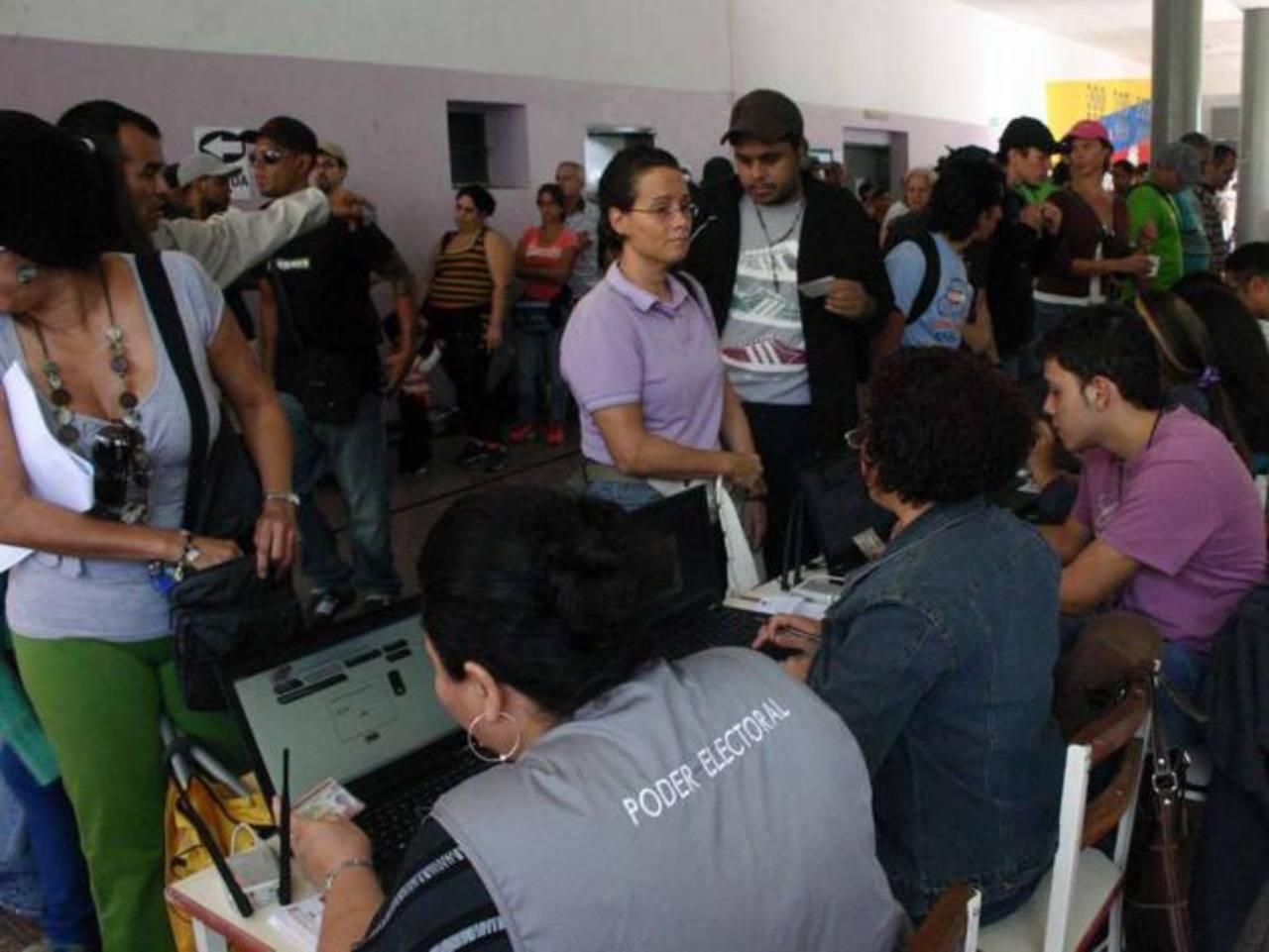 Millones de venezolanos acudirán a las urnas el próximo domingo para elegir al nuevo presidente de ese país. foto edh / archivo