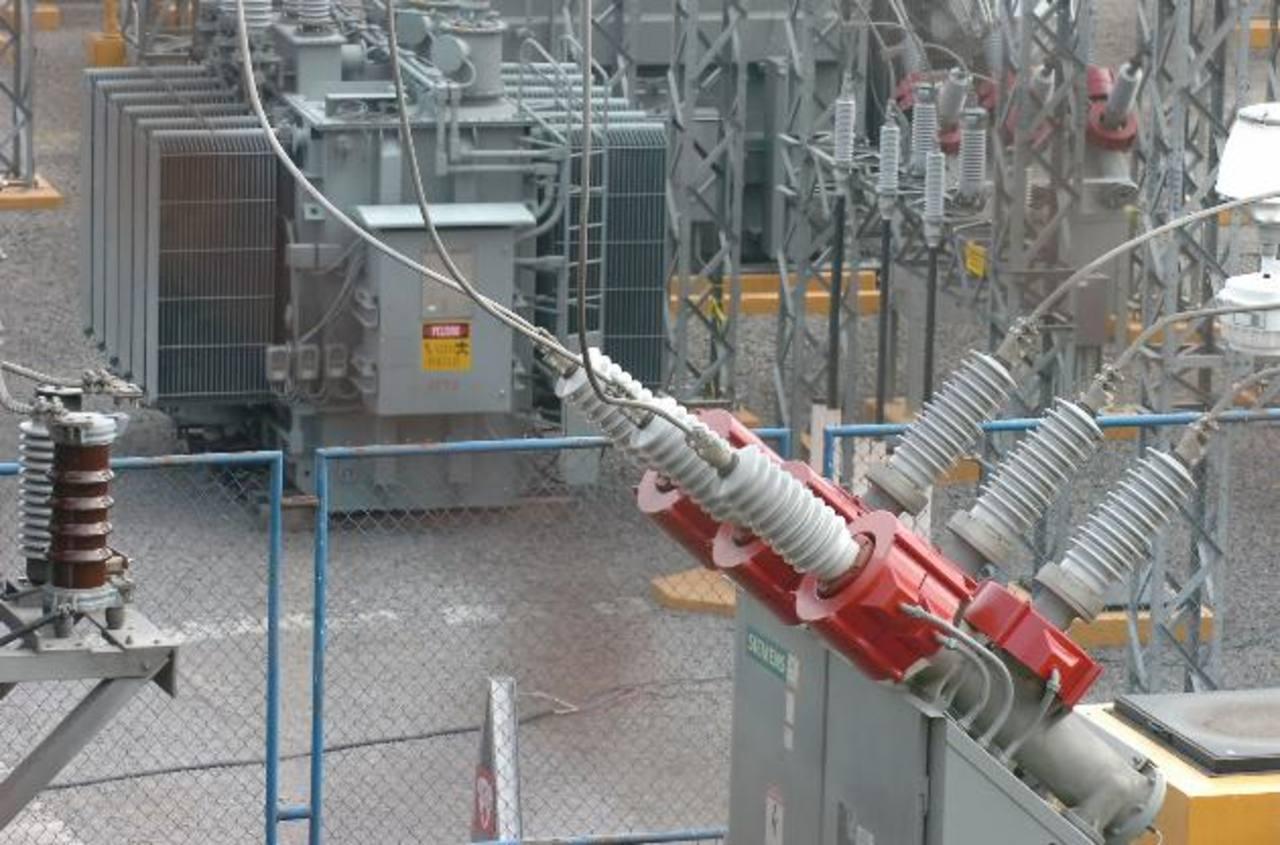 El 15 de abril se modificará el pliego tarifario de la energía eléctrica. El Consejo Nacional de Energía espera que haya un leve incremento en la factura. foto edh /Archivo
