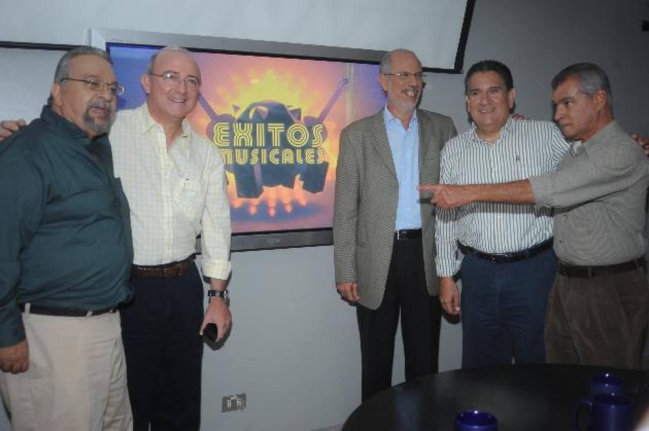Sergio Gallardo, Ricardo Rivas, John Richardson, Mauricio Urrutia y Neto González en conferencia. Foto EDH / Lissette Monterrosa