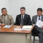 Douglas Durán, de 32 años (en medio), es procesado en el Juzgado 5º de Instrucción por delitos de lesiones en perjuicio de Francisco Gómez, de 65 años. Foto / Cortesía Juzgados