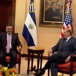 Funes durante el encuentro con el senador Menéndez en Casa Presidencial. Foto vía Twitter @El_Salvador_EMB