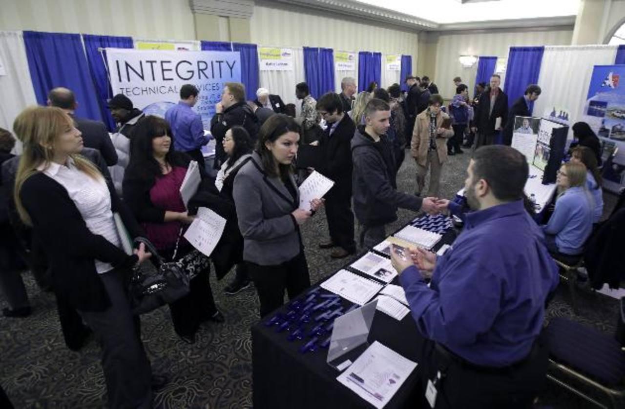 Menos personas estarían en busca de empleo debido a poca oferta en el mercado. Foto EDH / ap