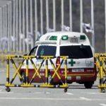 Una ambulancia a través de las barricadas en el Puente de la Unificación, cerca de la aldea fronteriza de Panmunjom. Foto/ AP