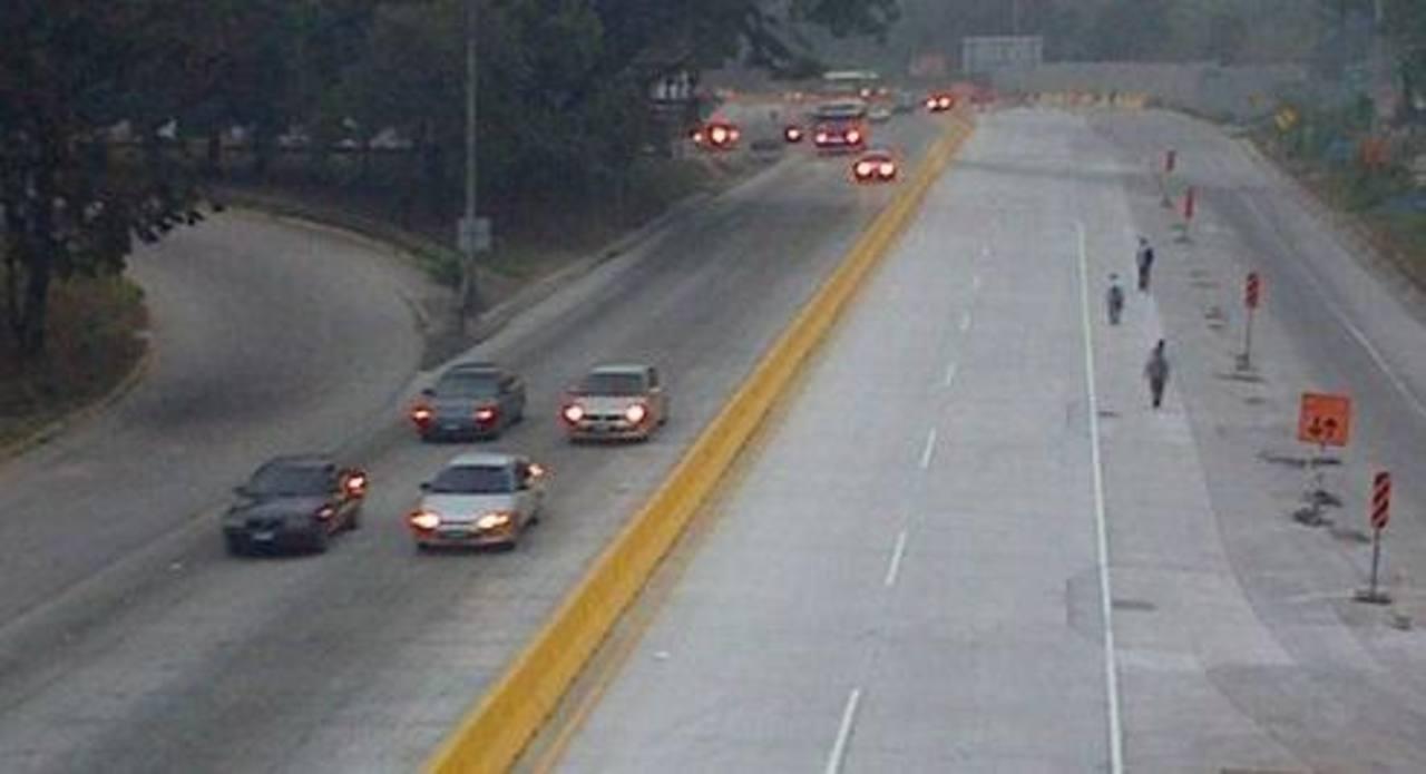 Hoy a las 5:30 am fue habilitado el paso vehicular en Los Chorros tras permanecer cerrado durante el fin de semana por trabajos de reconstrucción de la autopista. Foto cortesía Fovial