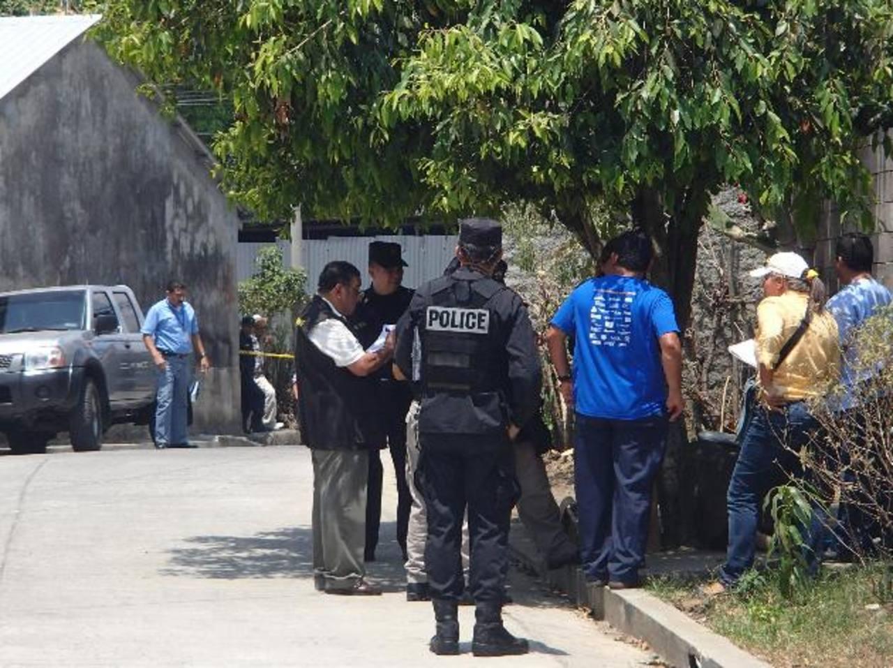Escena en la que fue asesinada Amanda Elvia García Lima, de 29 años, en la colonia Casa Blanca. Foto EDH / Mario Guevara