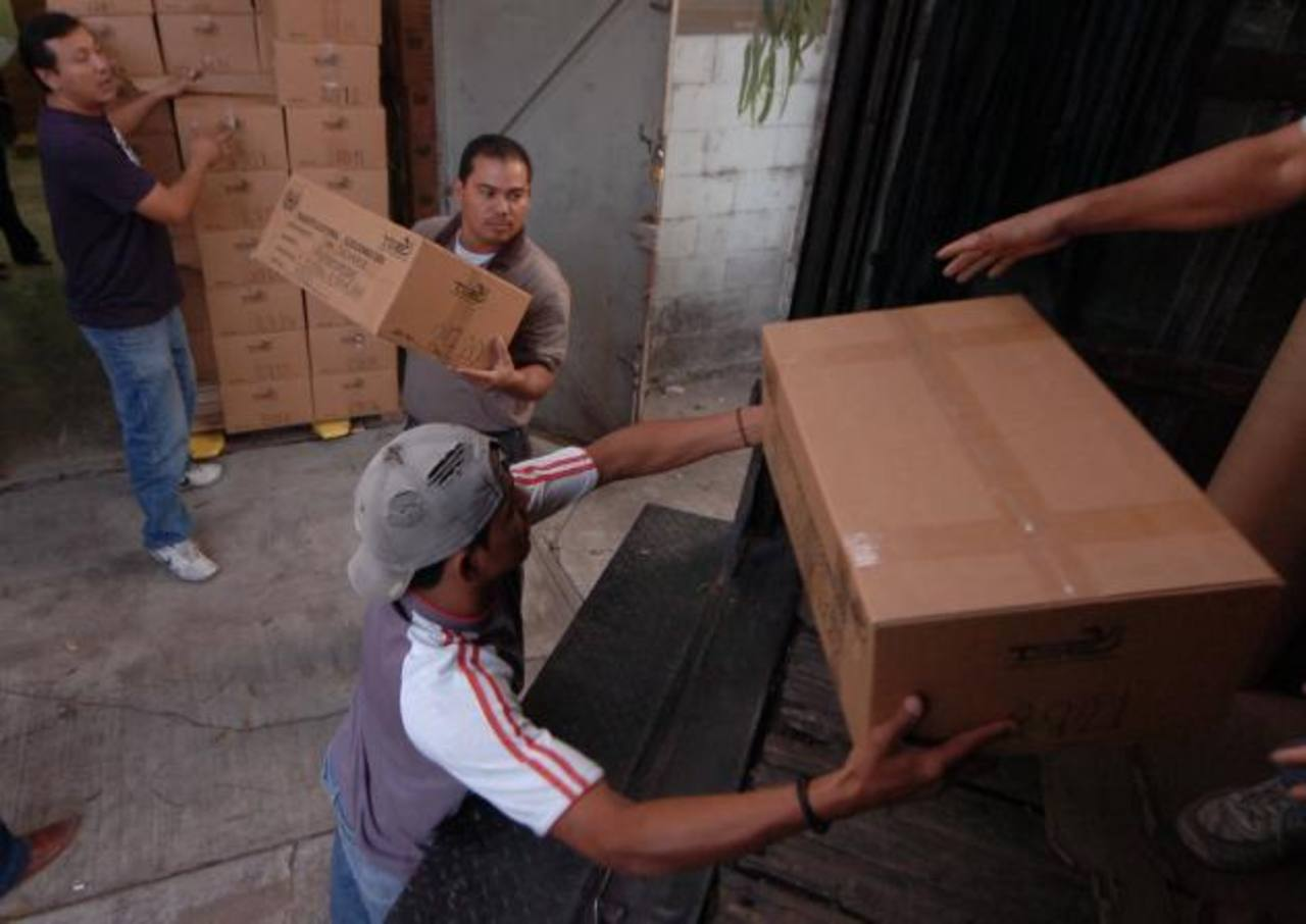 El envío de los sobres con las papeletas de votación al extranjero se hará a través de Correos de El Salvador. Foto EDH / archivo