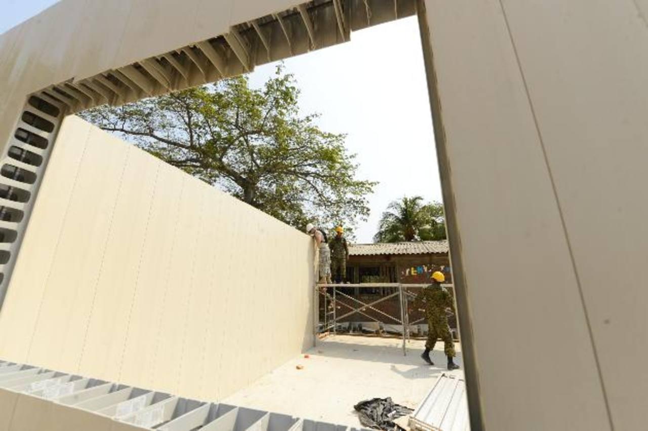 En La Hachadura están siendo construidas dos aulas de clases. Foto EDH / Marvin Recinos