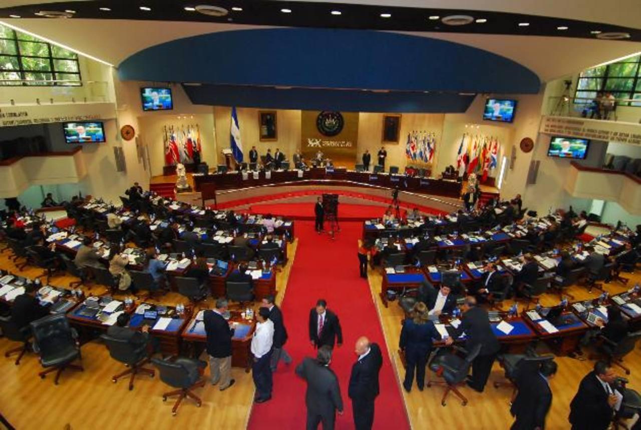 La Asamblea Legislativa tiene desde la renuncia de cinco legisladores de ARENA una nueva configuración y una nueva correlación. foto EDH / archivo
