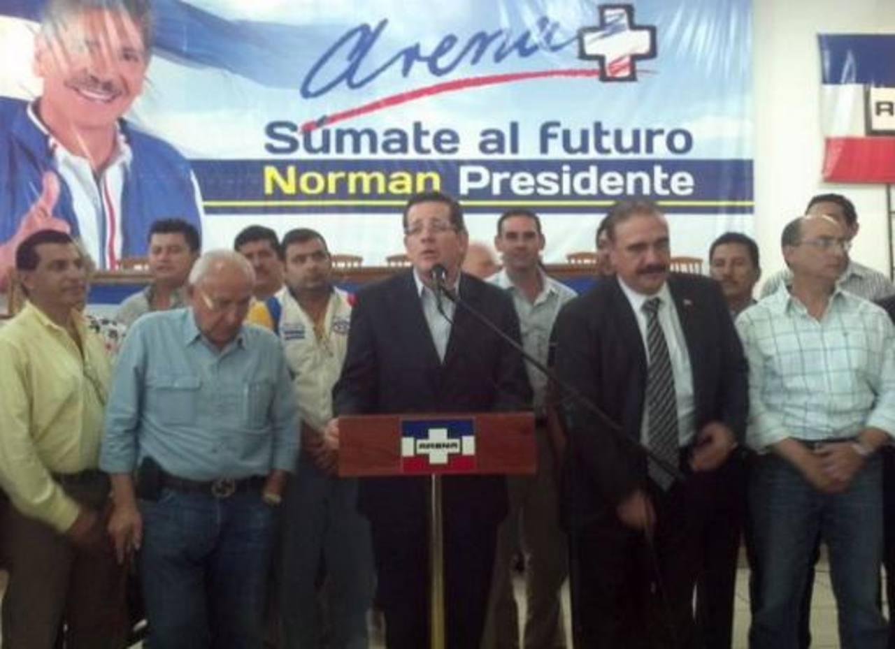 El Coena brindó una conferencia de prensa para sentar postura en torno a la diputada disidente, Claudia Ramírez. Foto vía Twitter Lissette Lemus