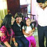 Valeria, de cuatro años, se reunió el domingo con su familia en la ciudad de Texcoco, en México. Foto / Cortesía El Excélsior