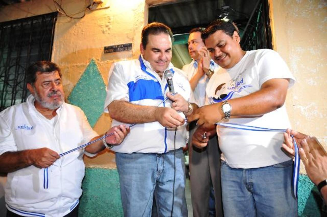 Antonio Saca, captado al inaugurar una de las casas Unidad en Ilopango el jueves.