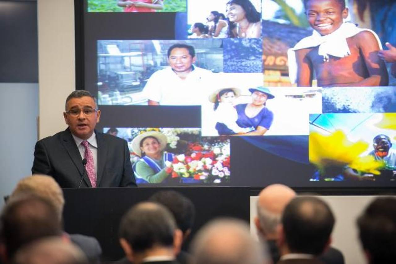 El gobernante justificó la tregua de las pandillas durante un encuentro organizado por el Banco Mundial. Foto EDH / EFE