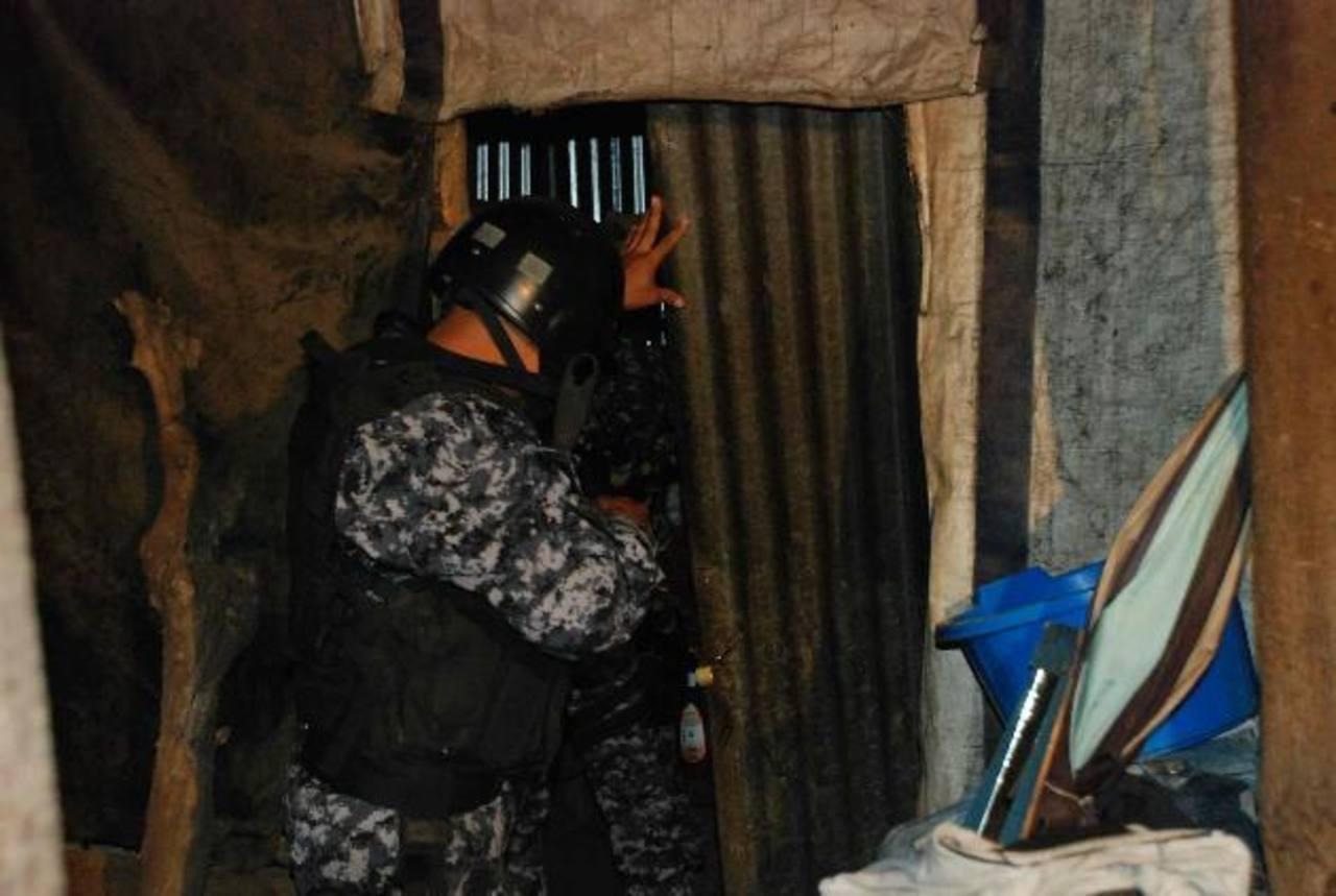 Las capturas de los 12 acusados de integrar esta agrupación criminal fueron realizadas la madrugada de ayer en distintos sitios de San Salvador y Santa Ana. Foto EH / Archivo