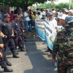 Veteranos de guerra a su llegada a la Asamblea Legislativa Foto vía Twitter Mauricio Castro
