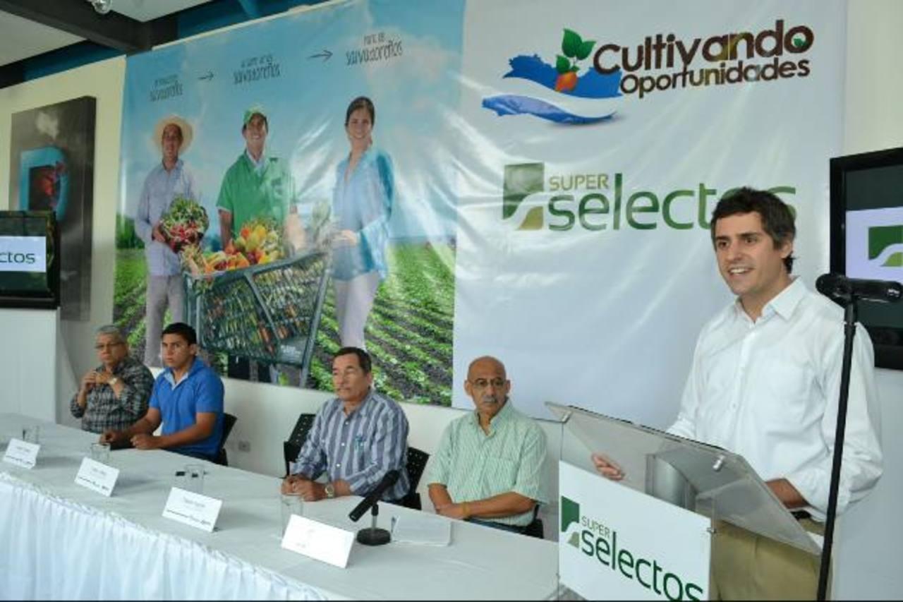 Carlos Calleja, vicepresidente de Grupo Calleja, informó que ha crecido la demanda de frutas, carnes y verduras, producidas por salvadoreños, lo cual permite a la cadena de supermercados tener productos frescos y de óptima calidad. foto edh / Mario D