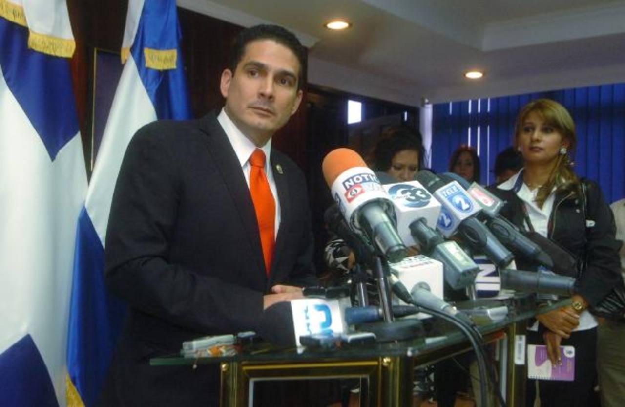 El diputado tricolor Roberto d'Aubuisson reiteró su inocencia ante la serie de acusaciones en su contra, hechas por el presidente venezolano Nicolás Maduro y el canciller Elías Jaua. Foto EDH / Jorge reyes