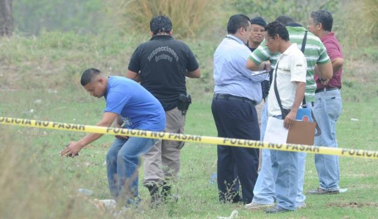 Los cadáveres de dos jóvenes fueron encontrados ayer en Olocuilta. Foto EDH / Claudia Castillo