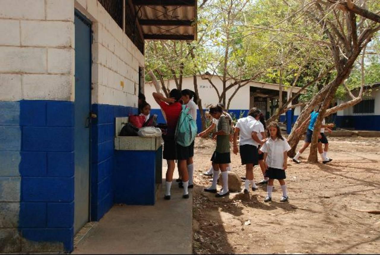 Mejoran instalaciones en escuela El Carmen