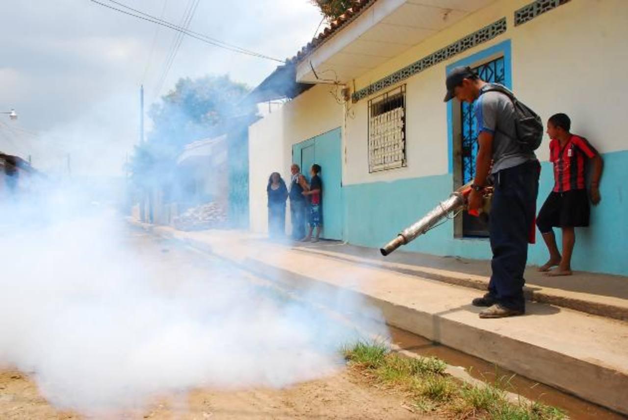 El asalto a los empleados de la alcaldía y Ministerio de Salud se registró en el arranque de la campaña antidengue que ambas instituciones impulsan en el departamento. foto edh / archivo