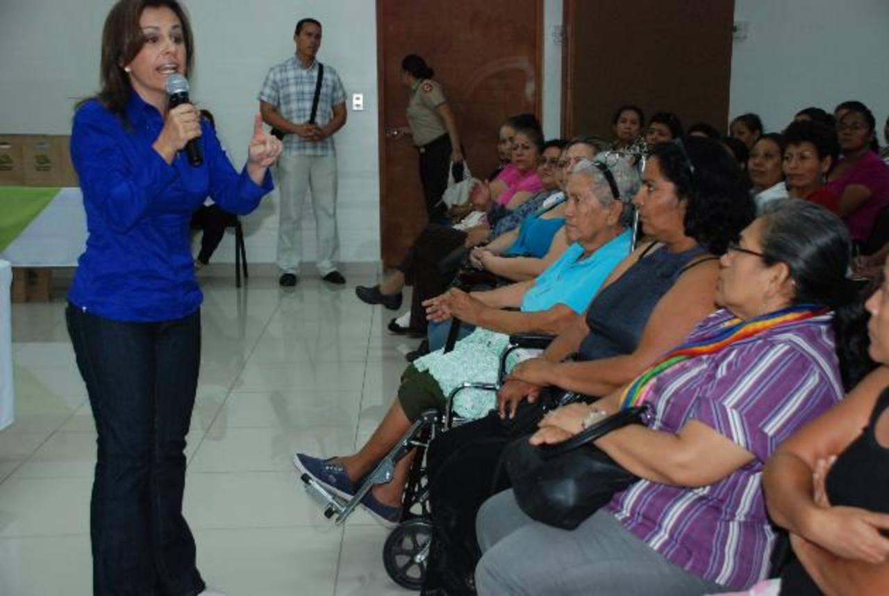 Vendedoras calificaron el proyecto de Ciudad Mujer como algo positivo por las atenciones que reciben. Foto EDH / cristian díaz