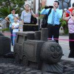 Cientos de personas pudieron disfrutar las esculturas de arena que se exhibieron en La Gran Vía. fotos EDH / Marlon Hernández