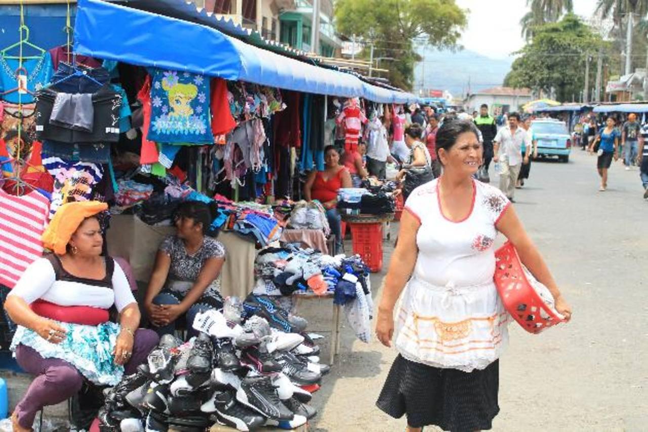Los mercados tendrán instalada vídeo vigilancia. Foto EDH / Roberto Díaz Zambrano