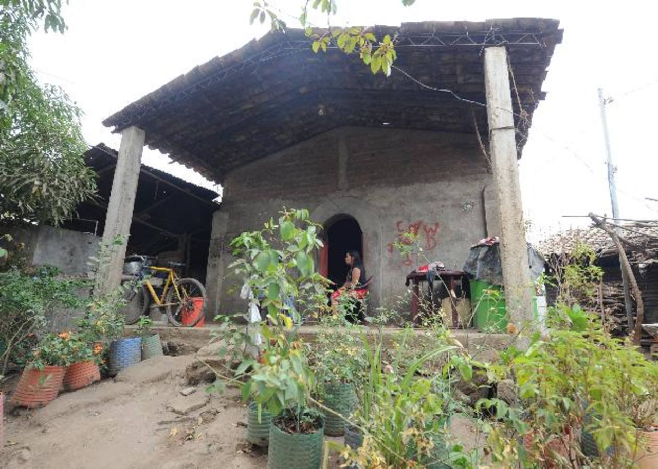 La casa en la que Beatriz creció junto a sus cuatro hermanos en un caserío de Jiquilisco, Usulután. Foto EDH / Douglas Urquilla