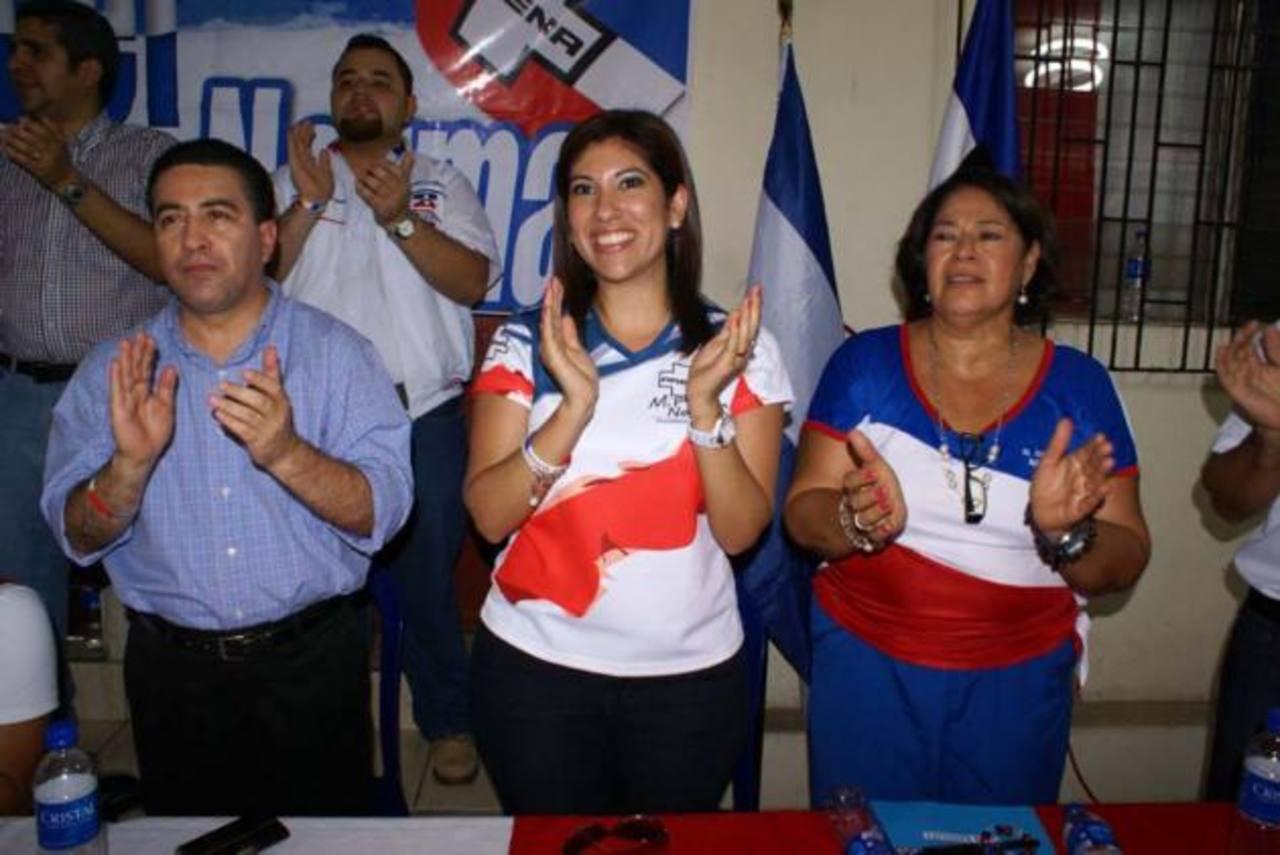 Portillo Cuadra y una hija de Norman Quijano en el evento de Oriente. foto edh / cortesía