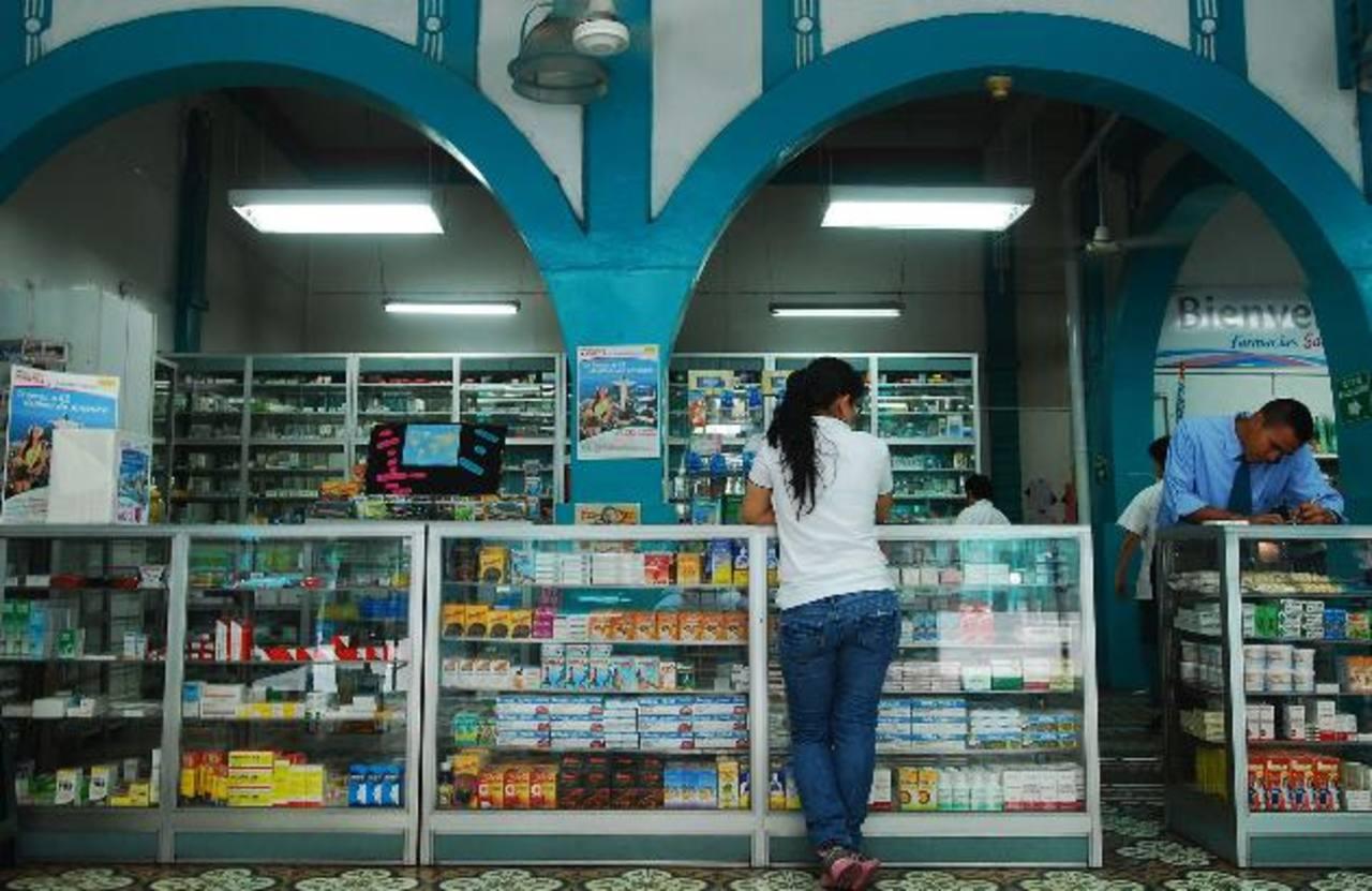 Las farmacias se han responsabilizado de educar a los consumidores sobre la ley de medicamentos. foto edh / marlon Hernández