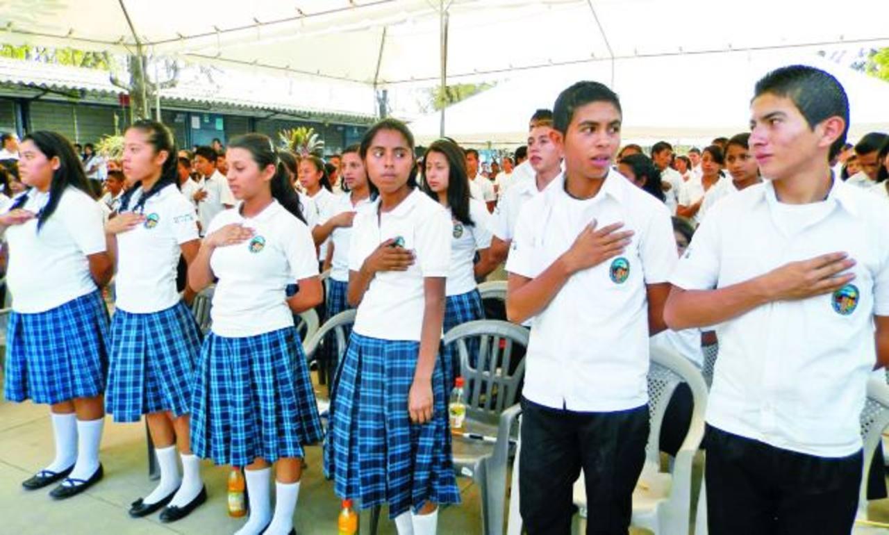 Los jóvenes ya no viajarán a municipios cercanos para seguir sus estudios de educación básica. Foto EDH / Milton jaco