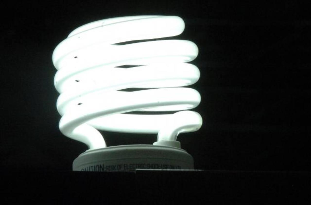 La Siget dice que los contratos de largo plazo favorecen la estabilidad de los precios de la energía eléctrica. Foto edh /archivo