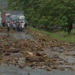 La curva de La Leona, ubicada en la carretera Panamericana, San Vicente es una de las zonas propensas a derrumbes durante la estación lluviosa. Foto/ Archivo