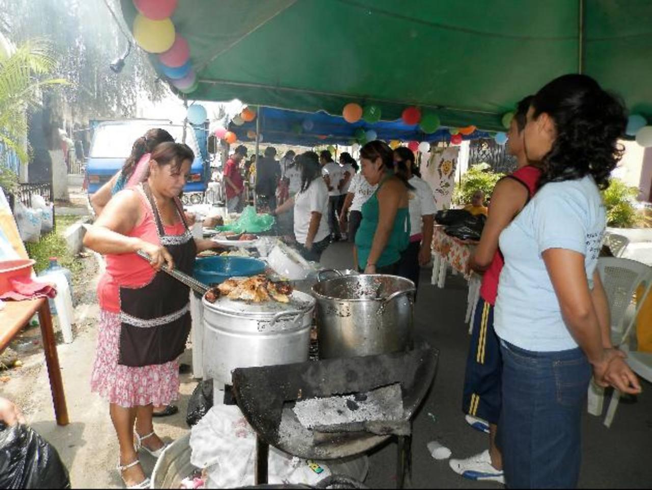 El público que participó en el festival pudo degustar diferentes platillos de comida típica e internacional. Foto EDH / Milton Jaco