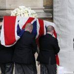 El ataúd de la ex primera ministra británica Margaret Thatcher fue trasladado al Palacio de Westminster, donde permanecerá hasta el funeral del miércoles. Foto/ Reuters