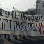 La marcha hacia la CSJ causó dificultades de tránsito vehicular sobre la Alameda Juan Pablo II. Foto vía Twitter Miguel Villalta