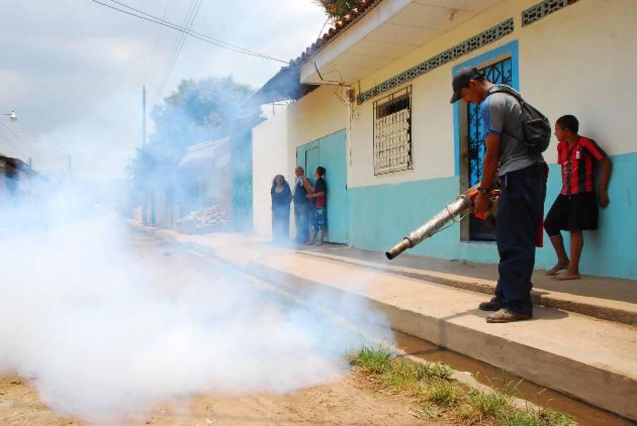 Salud y comuna piden respaldo a autoridades de seguridad para continuar con la campaña contra el dengue y evitar que los empleados sean víctimas de asaltos otra vez. foto edh / Insy Mendoza