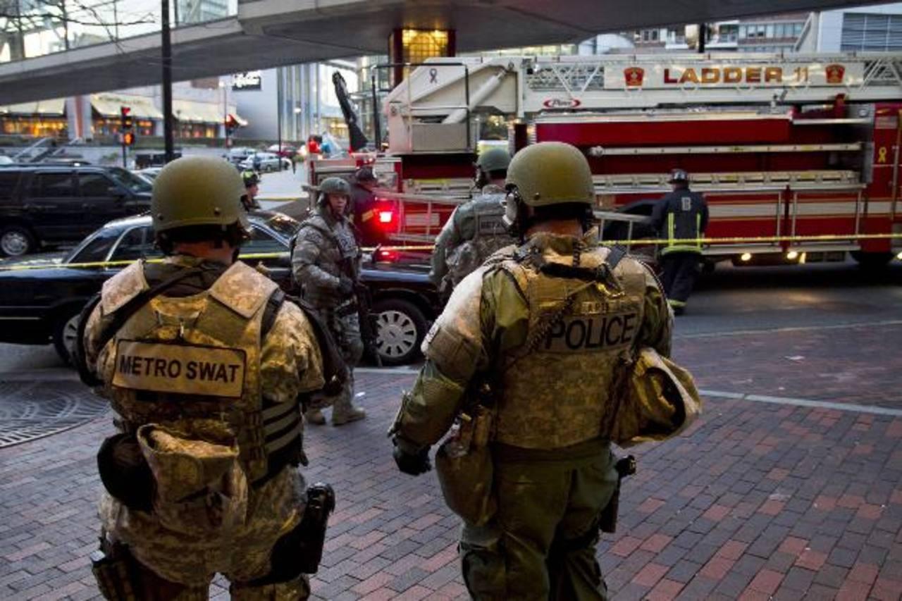 Autoridades permanecen en los alrededores del sitio de las explosiones