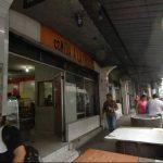 El propietario de varios locales que funcionan sobre la 1a. Calle Poniente, a un costado de la Plaza San José, asegura que desde octubre a la fecha han robado cinco veces. Foto EDH / René Estrada