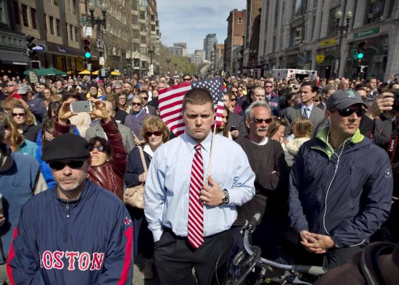 Las campanas repicaron en las iglesias de la ciudad y del estado de Massachusetts tras el minuto de silencio por las víctimas de los atentados. foto edh / ap