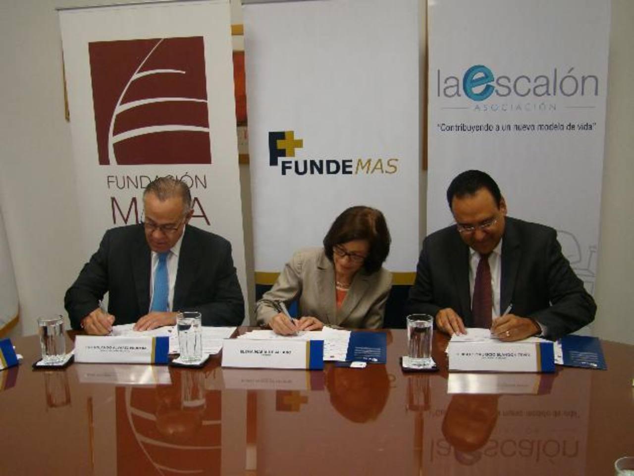 Luis Álvarez, de Fundación Meza Ayau; Elena Alfaro, de Fundemas, y Herbert Blandón, de Asociación La Escalón.