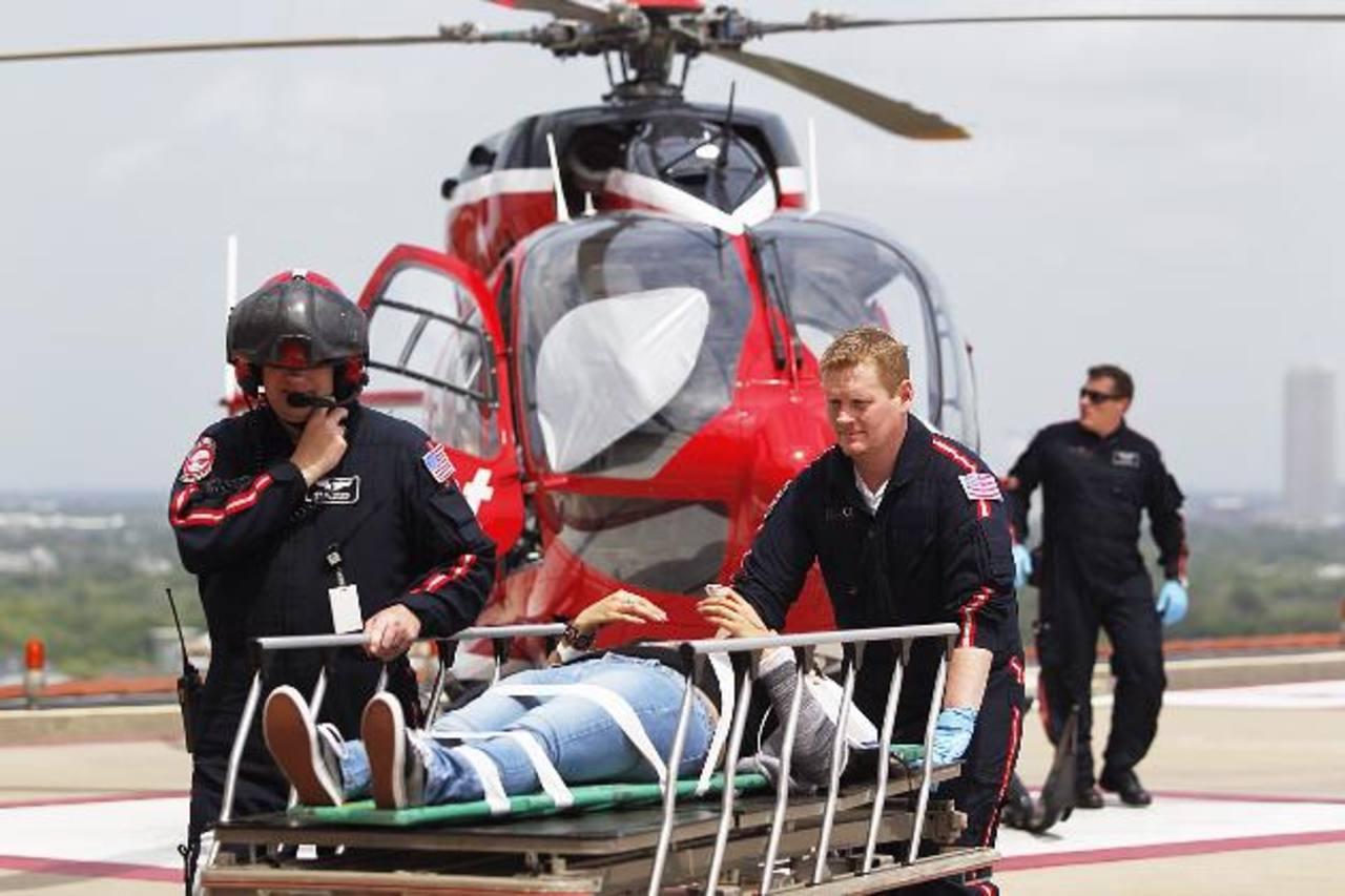 Según autoridades, cuatro heridos tuvieron que ser trasladados en helicóptero a centros médicos cercanos. foto edh / ap