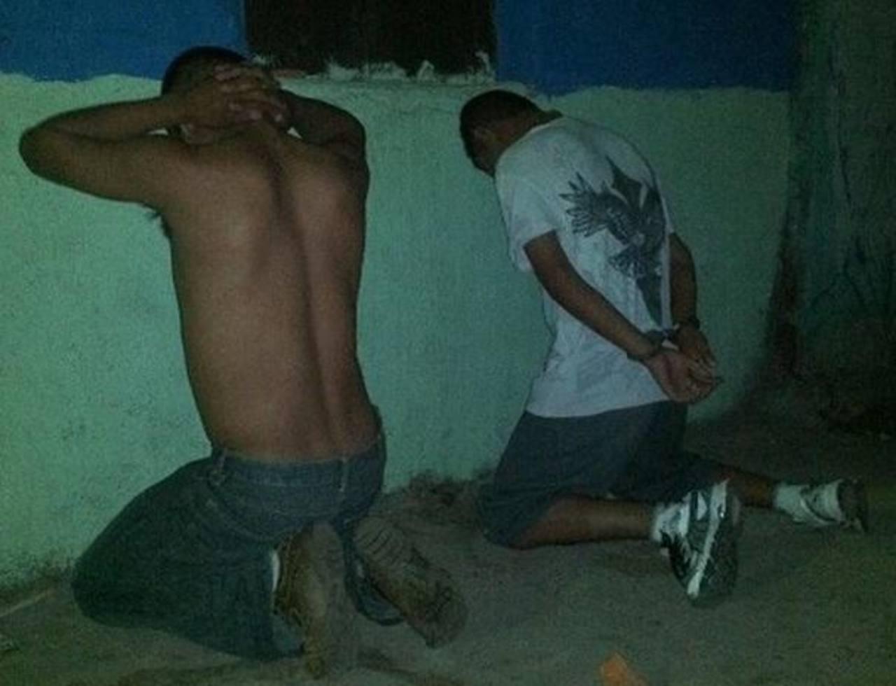 Los individuos fueron capturados durante un operativo realizado esta madrugada en Santa Tecla. Foto vía Twitter Óscar Iraheta